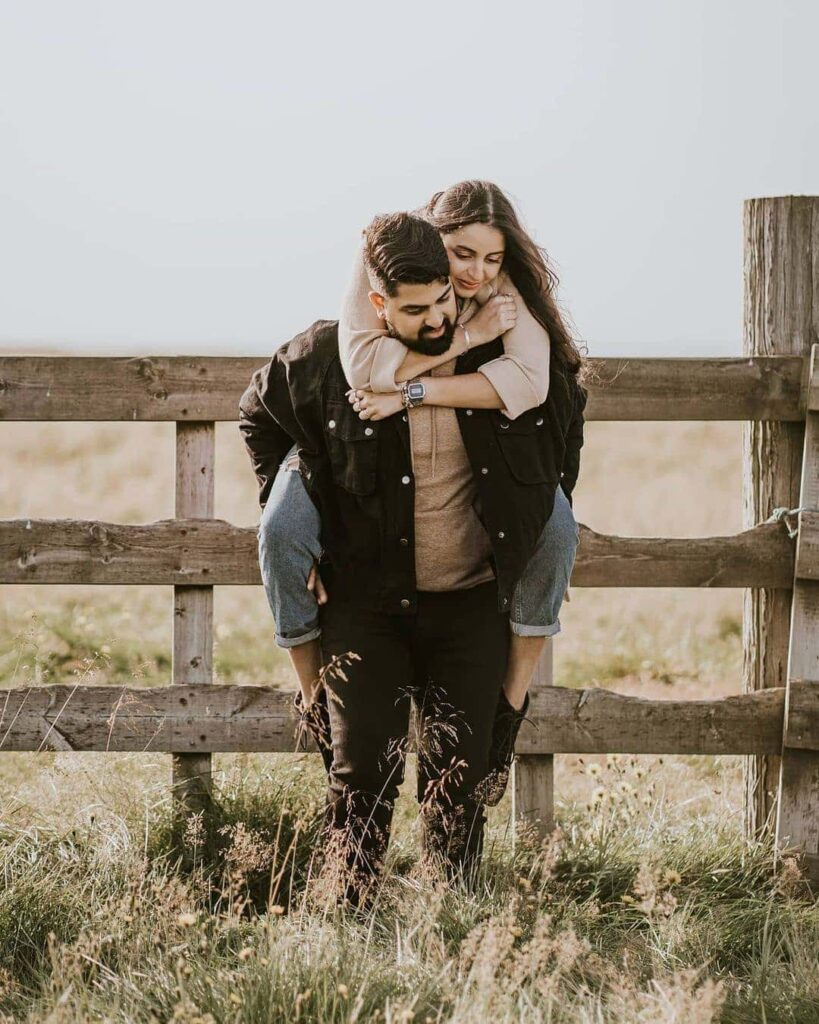 couple outfit ideas for pre wedding shoot